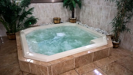 8 - 10 Seater Square Jacuzzi