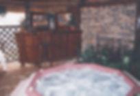 In-door Jacuzzi installed under a lapa