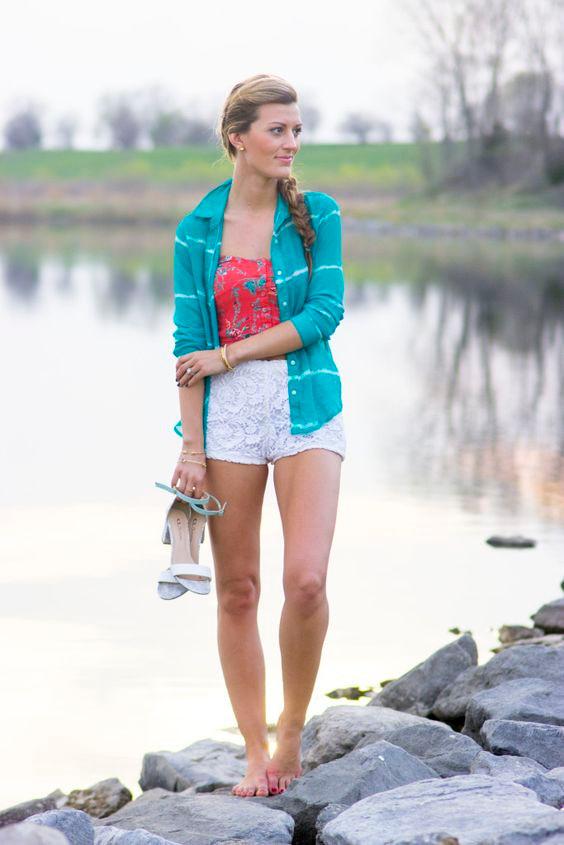 Casual summer attire - love those crochet shorts!