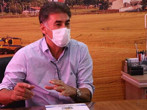 Paranhos vai a Brasília por compra das vacinas