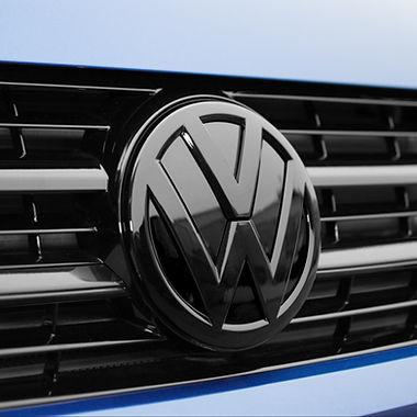 GLOSS BLACK FRONT VW BADGE