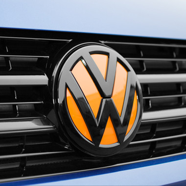 GLOSS COLOUR CODED FRONT VW BADGE