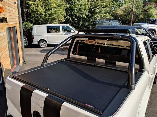 VW AMAROK ROLLS AND LOCK BACK