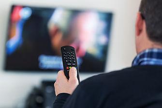 Смотря телевизор с
