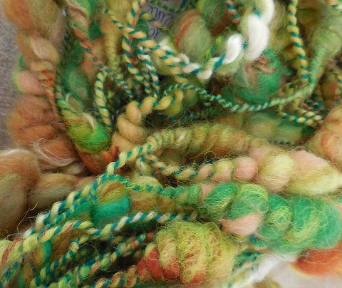 Laine en ruban teintée filée main