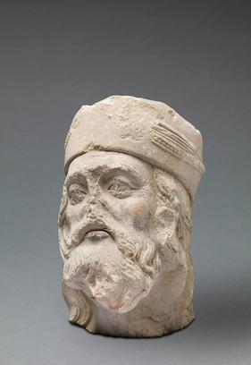Tête d'homme barbu (fragment de sculpture)