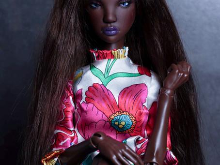 Asami in dark skin tone.