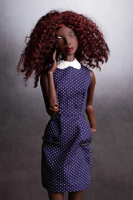 Платье в горошек с бисерным воротником