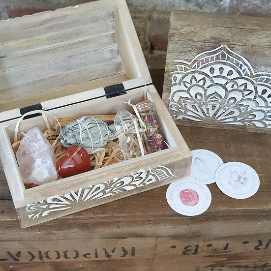 Carved wooden box - Crystal set