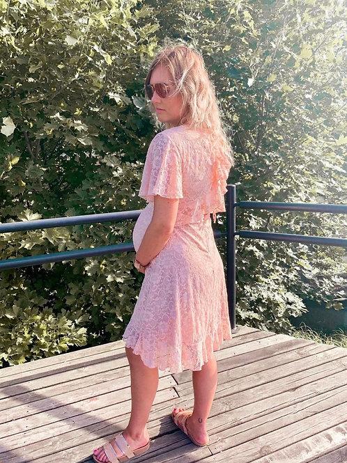 Heleroosa pitsist kleit