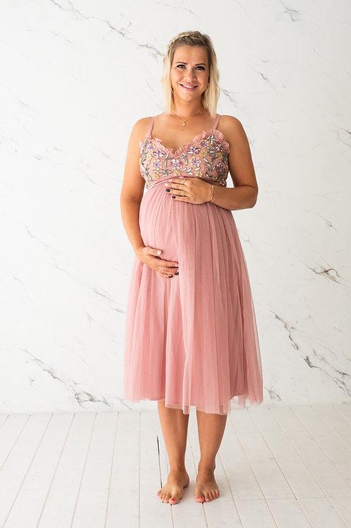Roosa õlapaeltega kleit