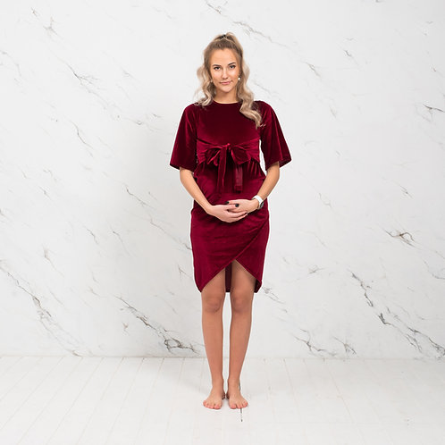 Tumepunane sametist kleit