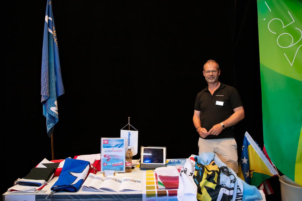 Tischmesse 2019-48_Alpenfahnen.jpg