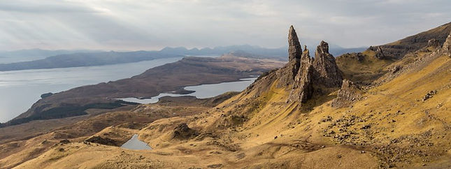 Old-Man-of-Storr-Panorama-920x345.jpg