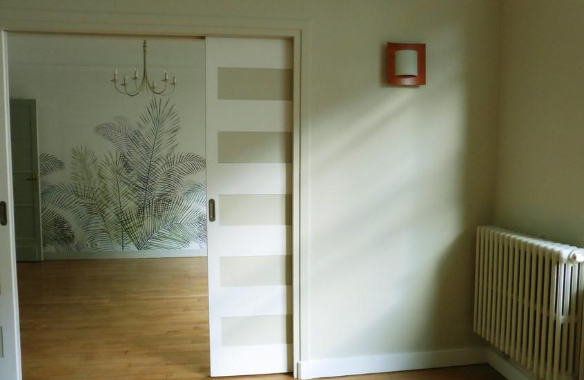 Salon, rechampis sur portes en galandage