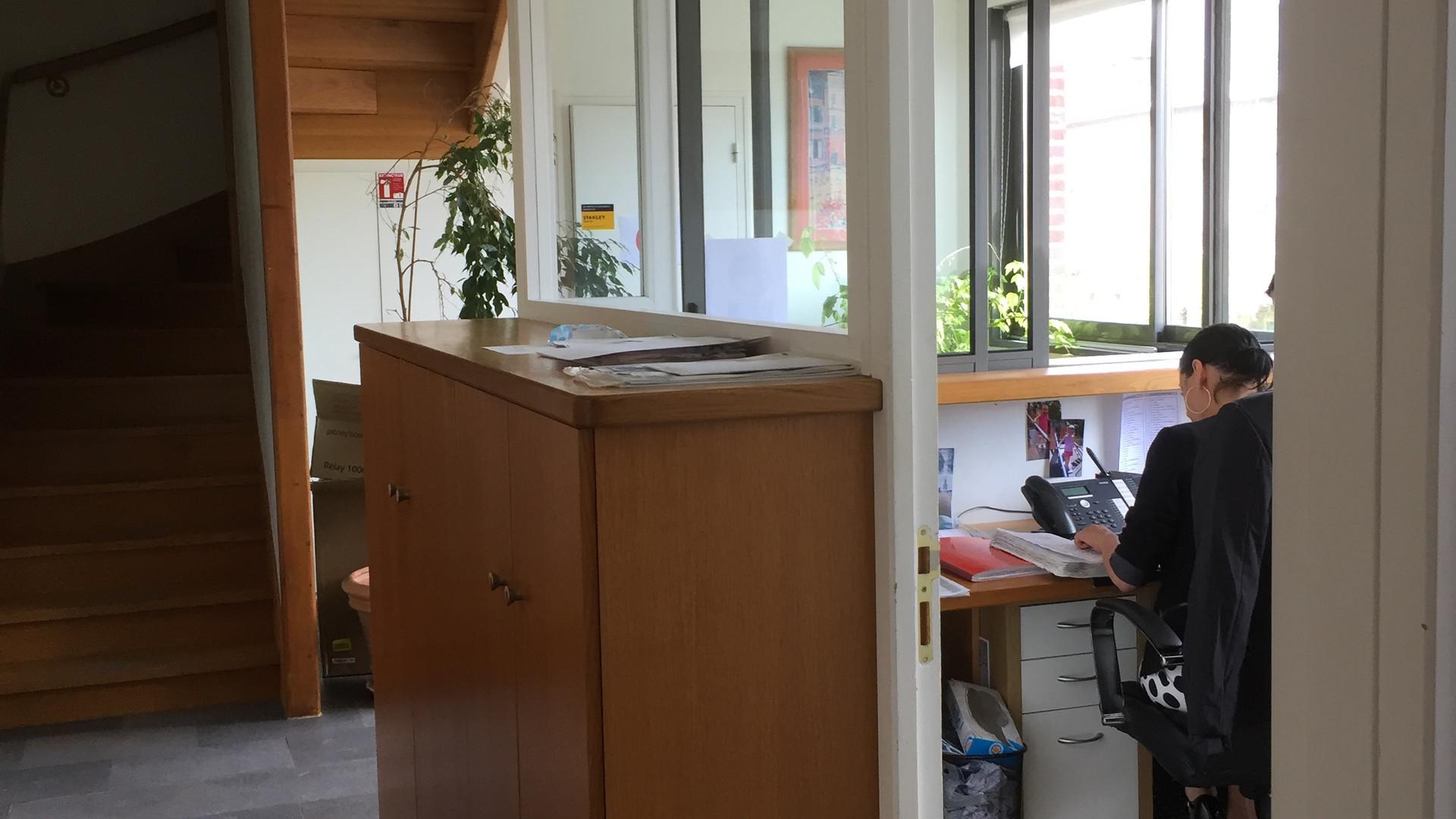 Bureaux fermés visuelement ouverts