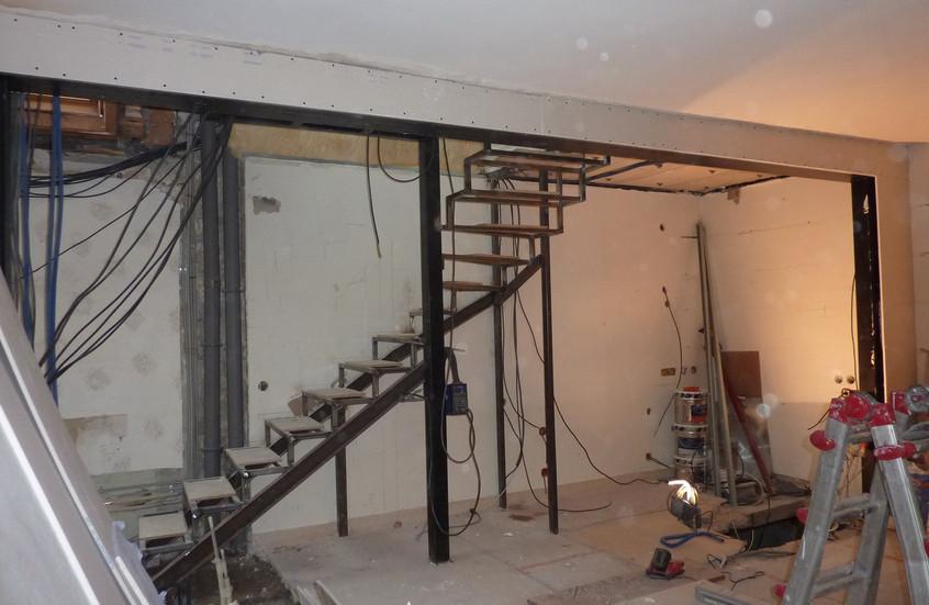 Escalier structure métallqiue en construction
