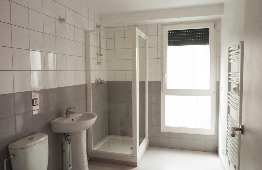 Une des 8 salles de douches