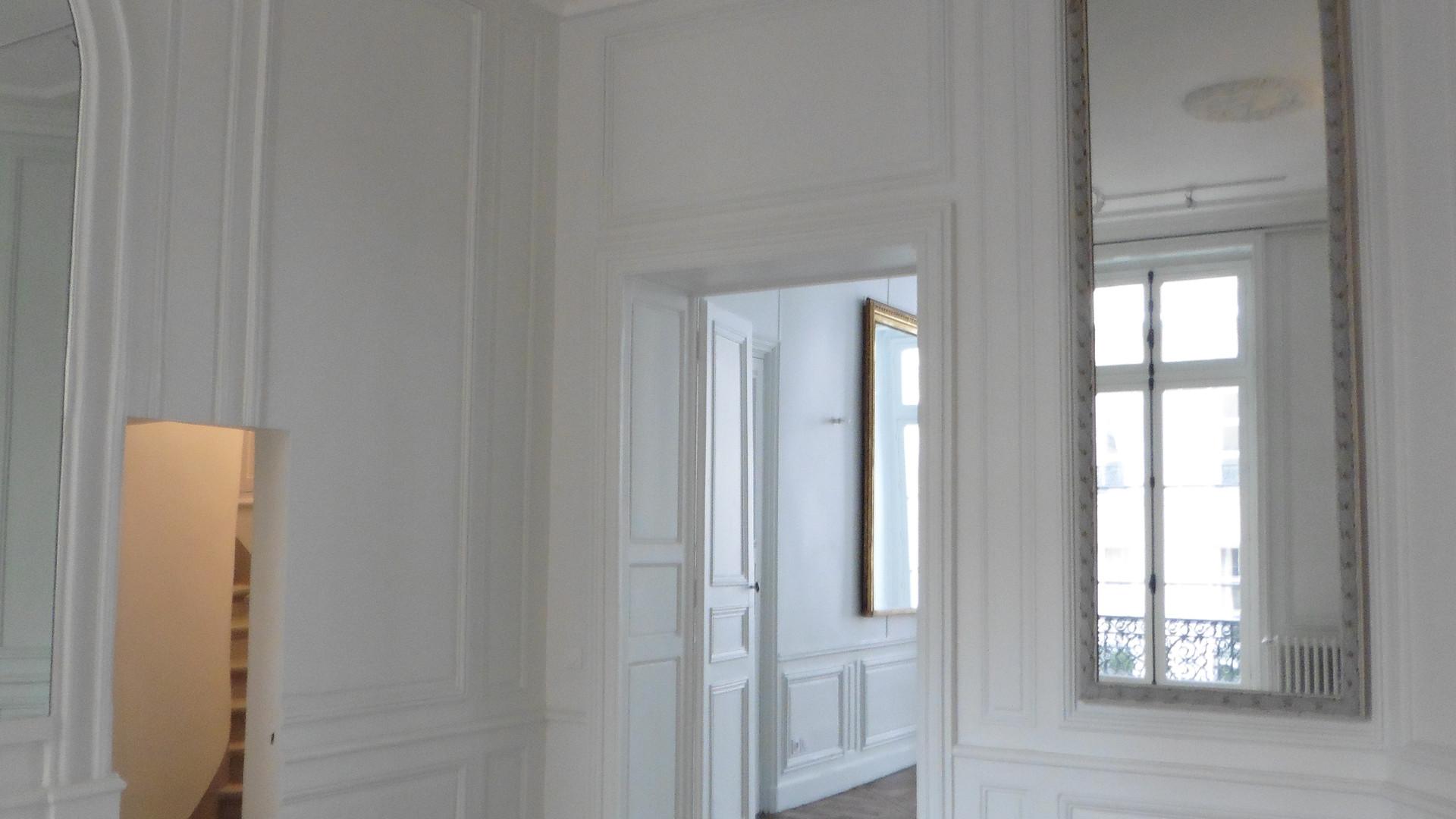 L'entrée, jeux des perspectives, grâce aux miroirs placés stratégiquement
