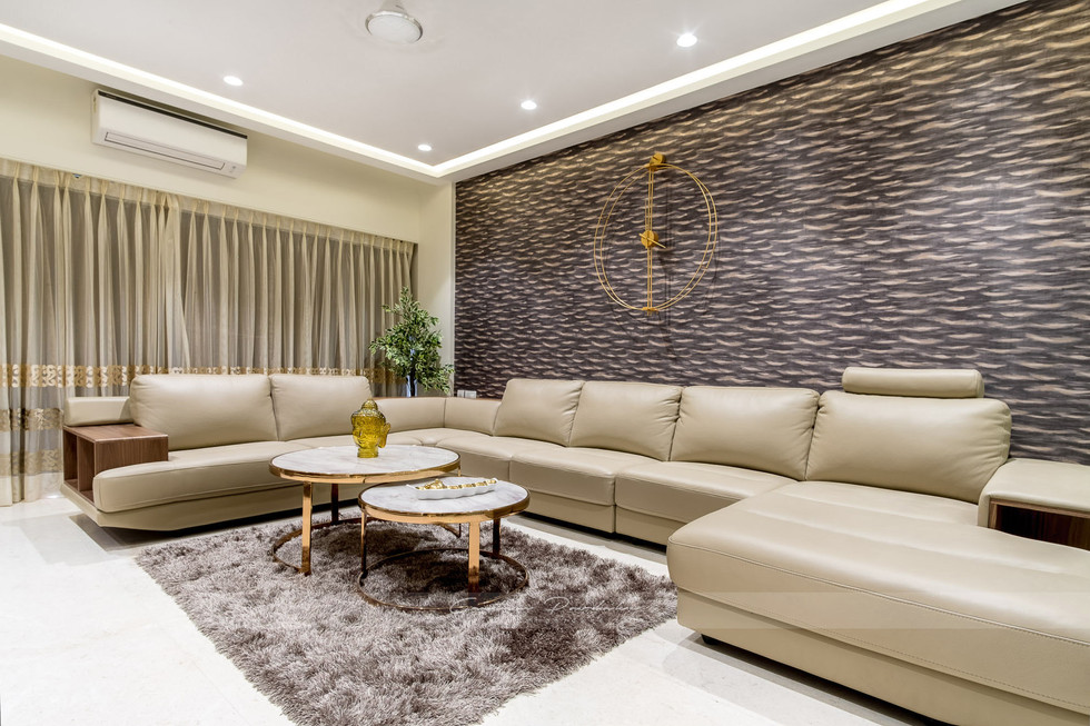 A grand living room interior photo in Juhu, Mumbai