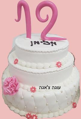 עוגה שלוש קומות לבת המצווה