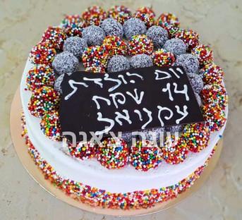 עוגת כדורי שוקולד וסוכריות