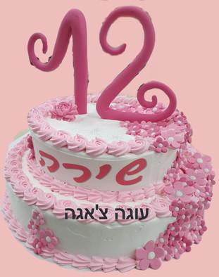 עוגה שתי קומות מעוצבת בפרחים לבת המצווה