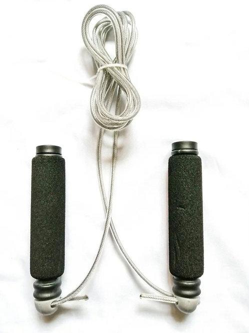 Cuerda para saltar con puño de neopreno y cable de acero