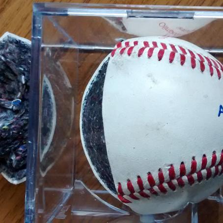 De que está hecha la pelota de beisbol?
