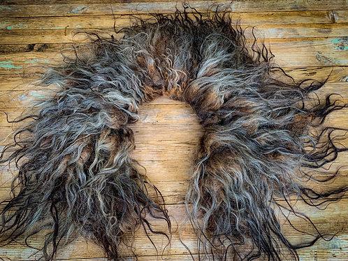 Wild wool collar.