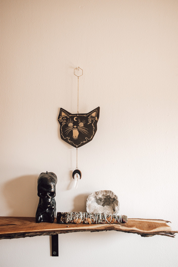 Black cat wall hanging