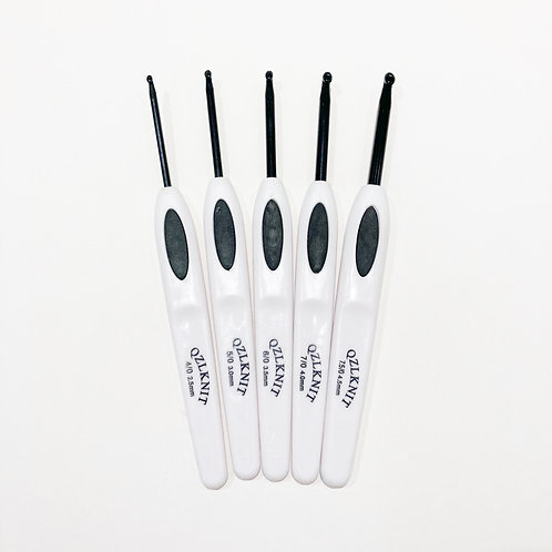 Black & White 5 Crochet Hook Set