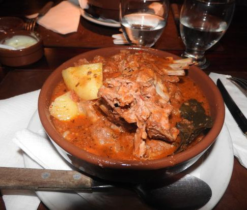 Cazuela de chivito - Cazuela de llama