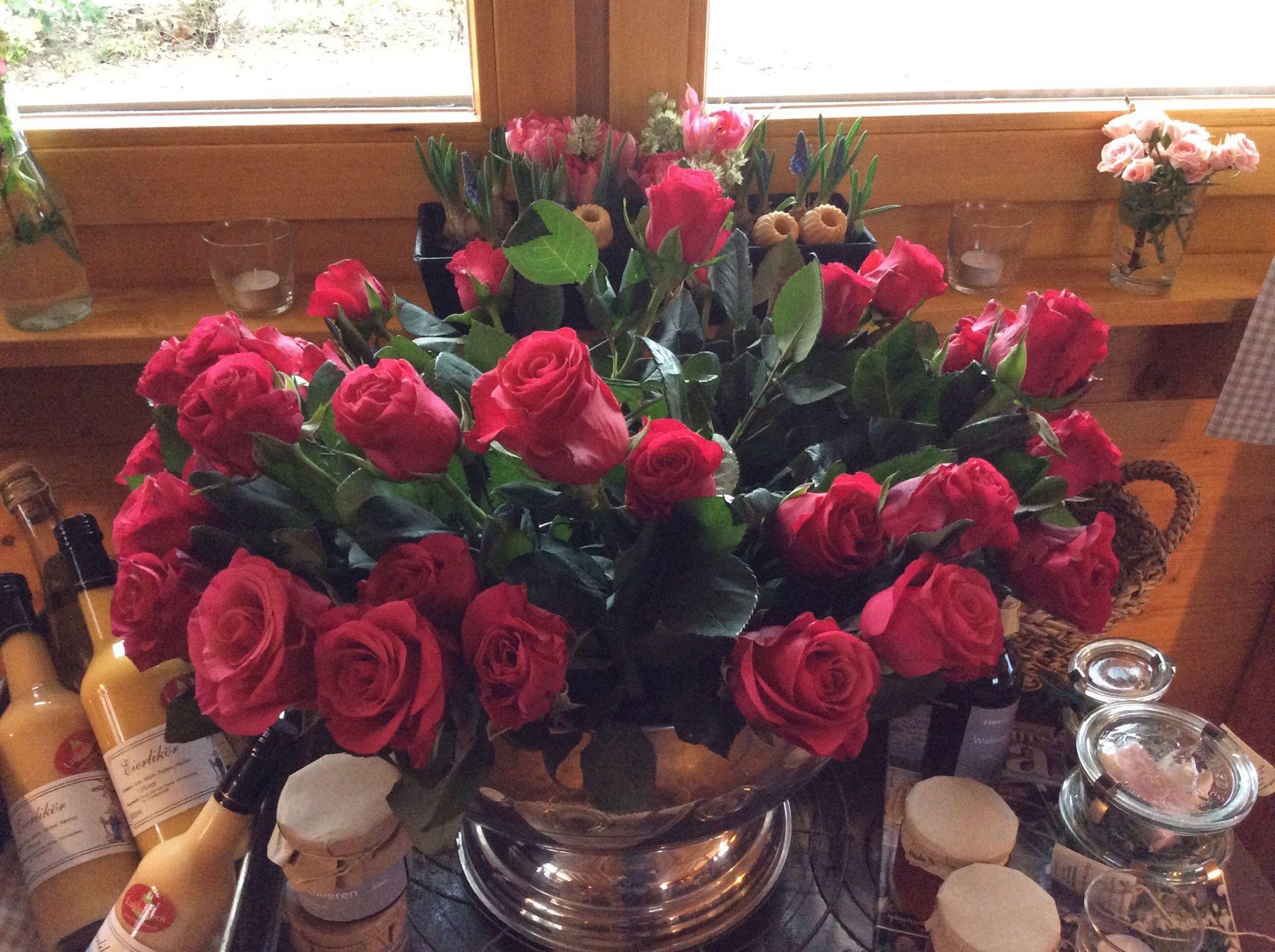 für Sie soll's rote Rosen regnen...