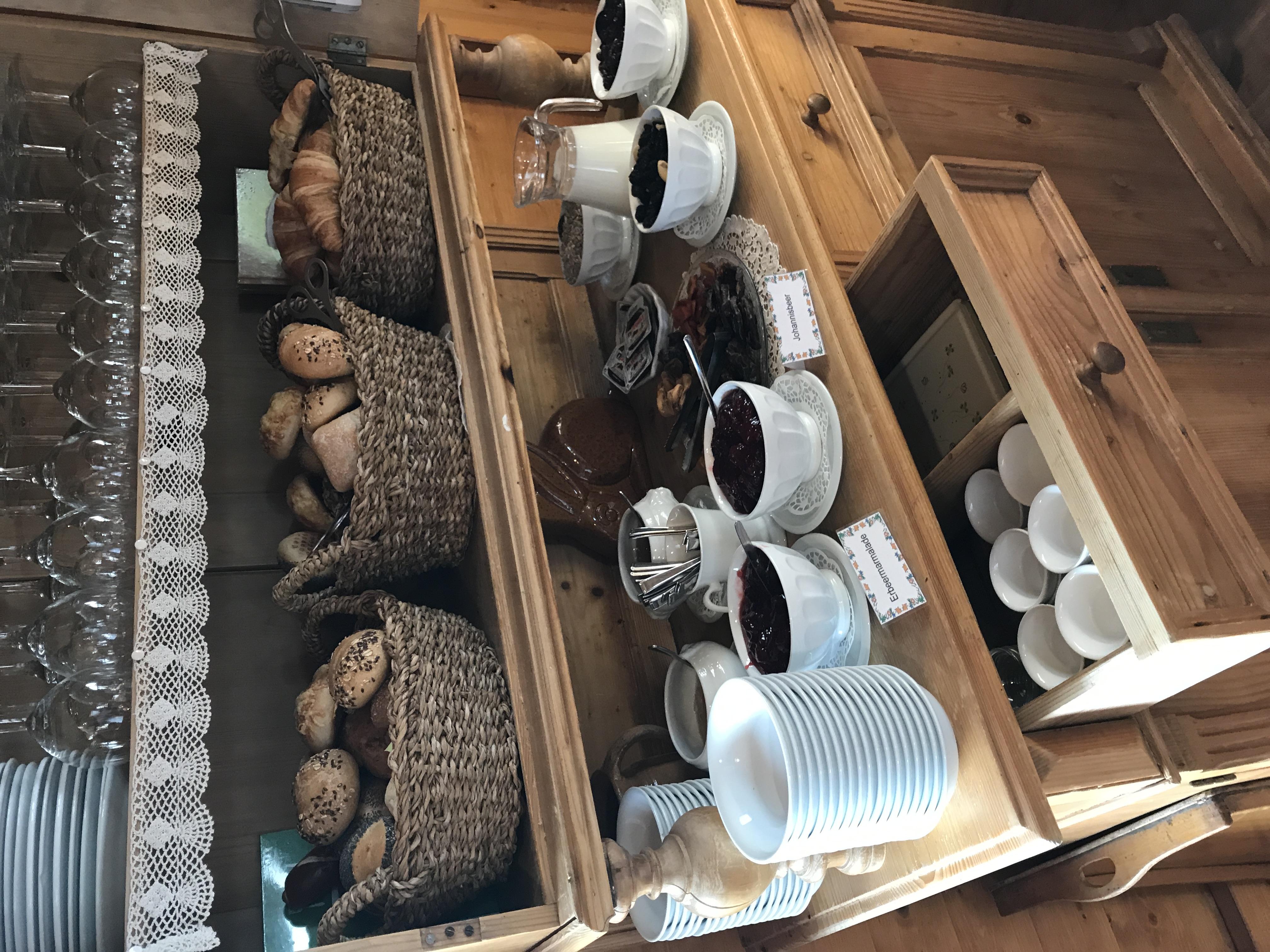 Frühstück im Hofcafé Gugelhupf