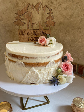 wedding cake with roses and mountains