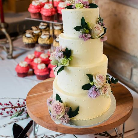wedding cake cream floral
