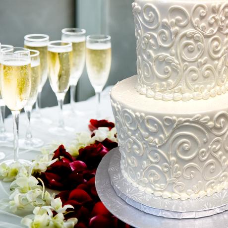 wedding cake white scroll