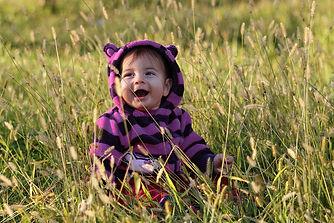 Baby_In_The_Grass_(48435328)_violett.jpg