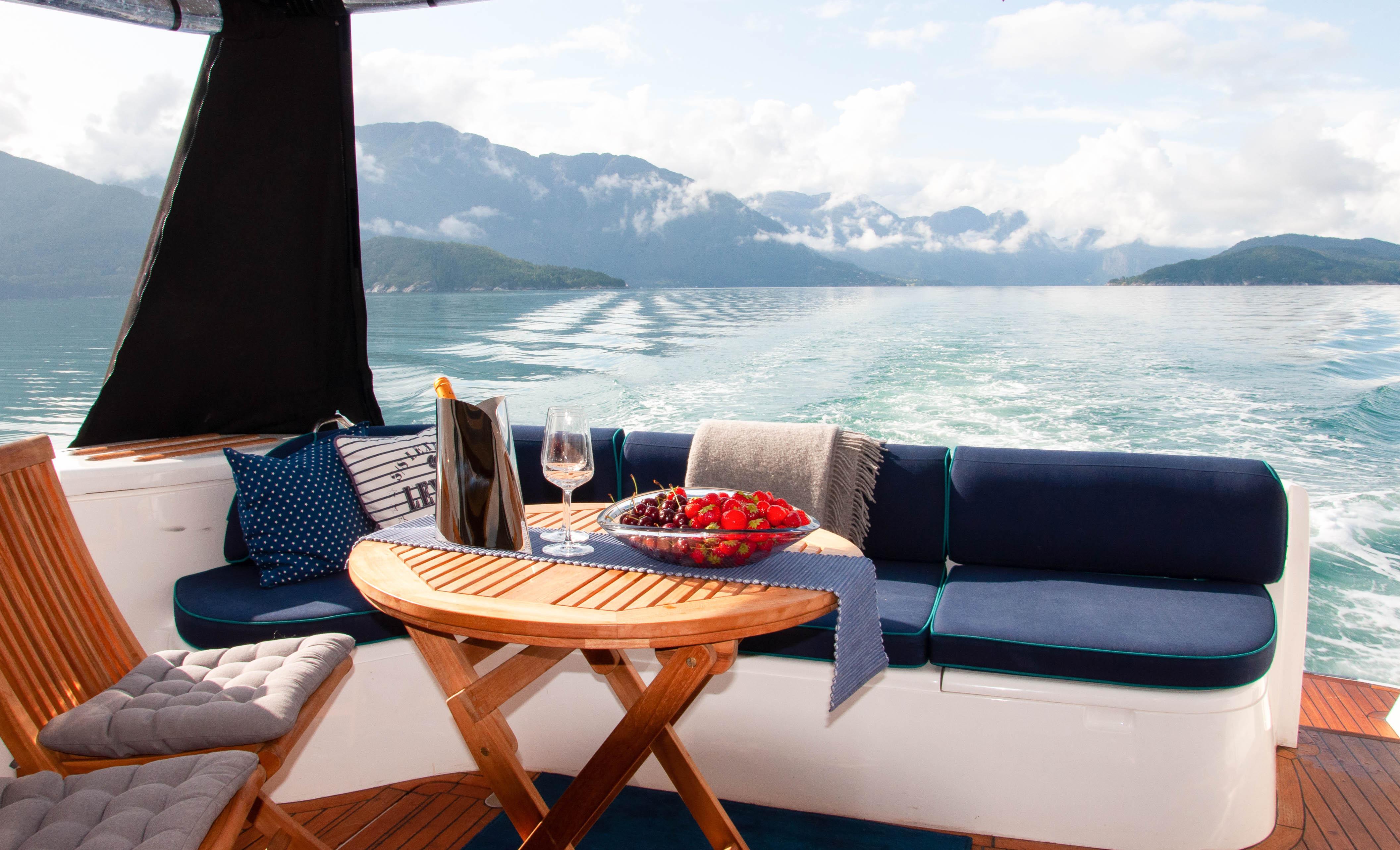 Private Champagne Fjord-cruise