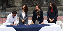 Firma de compromiso con autoridades