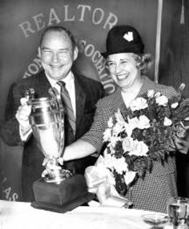 Ebby with Tom Thumb founder Robert B. Collum, receiving the Easterwood Cup Award in February 1965 from MetroTex Association of Realtors. Photo courtesy of Dallas Morning News.
