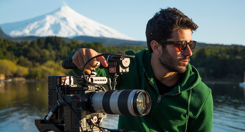 Mikael Santiago filmando no Chile