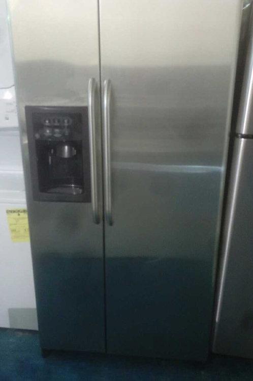 "33"" GE side by side fridge stainless Steel"