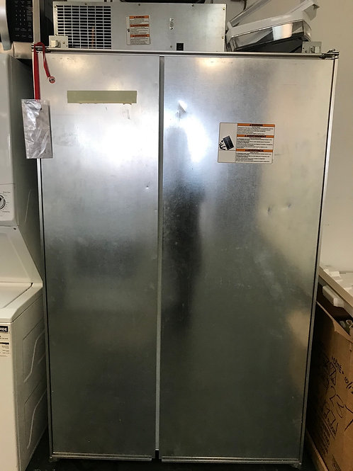 Kitchen aid open box built in refrigerator in working condition with warranty.