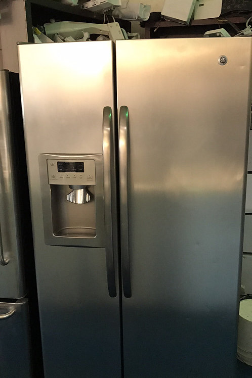 GE STAINLESS SIDE BY SIDE FRIDGE GREAT WORKING ORDER WITH 90 DAYS WARRANTY