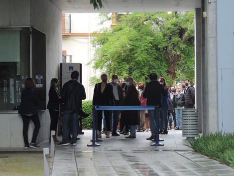 PÚBLICO ESPERANDO LA APERTURA DE PUERTAS