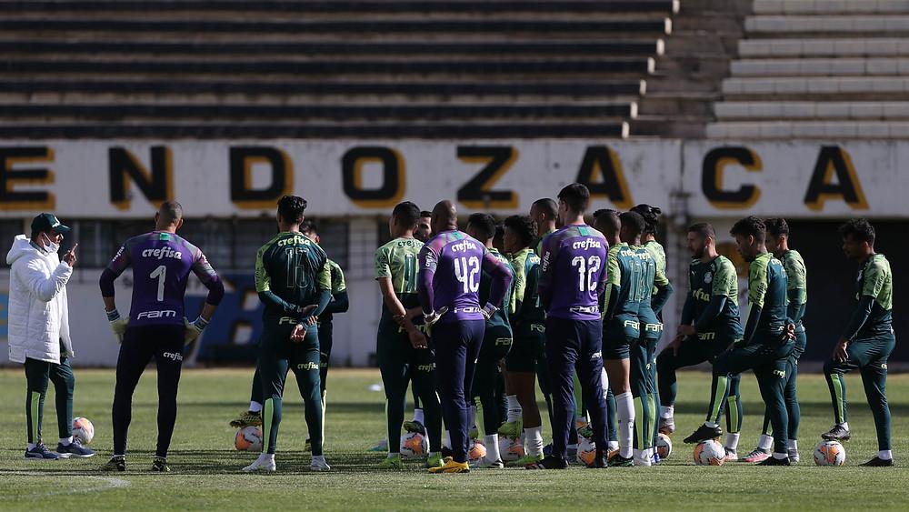 Luxa comandando o último treinamento antes do jogo contra o Bolivar na Libertadores Foto: Reprodução Twitter/Palmeiras