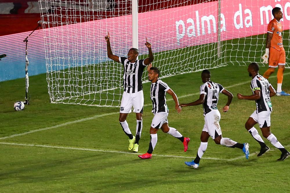 Jogadores do Ceará comemorando o gol que deu o título para o time Foto: Reprodução Twitter/Ceará