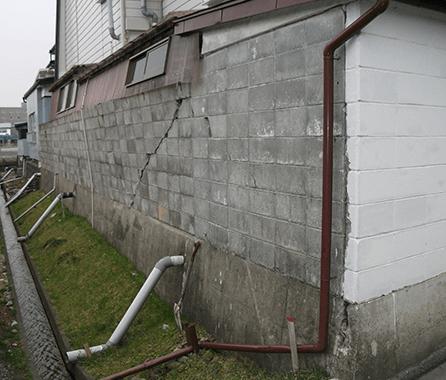 地震で壊れたブロック塀